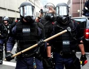 338-0823222234-riot-cops-rnc
